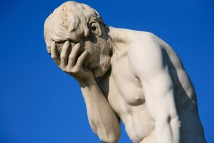 paris_tuileries_garden_facepalm_statue1