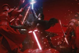 rey-kylo-ren-star-wars-last-jedi-fight-praetorian-guards